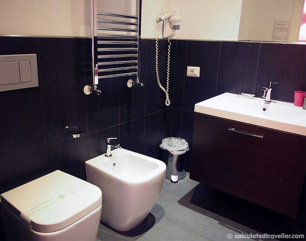 Chroma Tessera Hotel Rome Italy Review - Bathroom