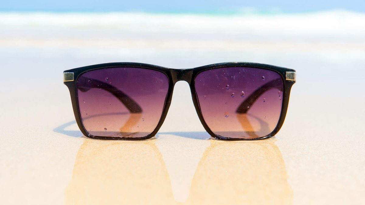 guide to pick perfect sunglasses - sunglasses for the beach